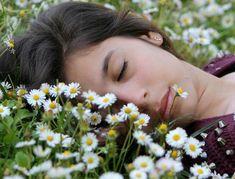 Help insomnia with natural remedies. Can herbs, homeopathy and essential oils help you sleep better? Insomnia Remedies, Sleep Remedies, Sleep Help, Cant Sleep, Feeling Sleepy, Sleeping Pills, Girl Sleeping, Trouble Sleeping, Flu Season