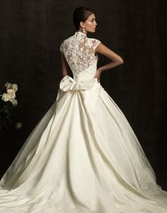This is how I want the top of my dress to look, but with a cut out open back and cap sleeves, and a big bow above the small of my back