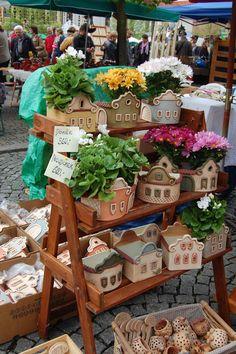Beroun Pottery and craft markets Václav Kučera album at Rajčete Clay Houses, Ceramic Houses, Ceramic Clay, Ceramic Planters, Hand Built Pottery, Slab Pottery, Ceramic Pottery, Ceramics Projects, Clay Projects