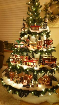 christmas tree lights Creative Christmas Tree Ideas With Lighting 26 Diy Christmas Decorations For Home, Creative Christmas Trees, Diy Christmas Lights, Noel Christmas, Christmas Centerpieces, Christmas Candles, Homemade Christmas, Christmas Crafts, Christmas Tree With Train