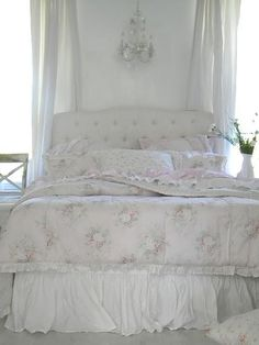Love the bedspread...