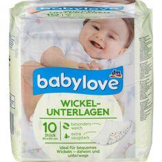 Wickelunterlagen sind nicht nur zum Wickeln für Zuhause und unterwegs gut. Manchmal wollt ihr euer Kind auch mal nackt liegen oder strampeln lassen, um mal etwas Luft an den kleinen Unterleib zu lassen. Darauf geht das super gut – und ihr müsst keine Angst haben, dass das Baby währenddessen auf die schöne Spieldecke pinkelt.Hier gibt es eine Packung für 1,95 Euro.