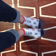 La paire de socquettes FLECHE est très graphique avec ses touches de couleurs. Un must ! Fashion, Bobby Socks, Splash Of Colour, Chart, Colors, Moda, Fashion Styles, Fashion Illustrations