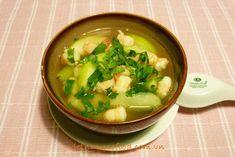 Green Gourd Soup with Fresh Prawns Recipe (Canh Bí Tôm Tươi) from http://www.vietnamesefood.com.vn/vietnamese-recipes/vietnamese-soup-recipes/green-gourd-soup-with-fresh-prawns-recipe-canh-bi-tom-tuoi.html