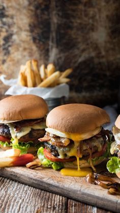 This Magical Burger Recipe Will Make Your Kids Forget About Fast-Food! The post This Magical Burger Recipe Will Make Your Kids Forget About Fast-Food! appeared first on Food Monster. Yummy Recipes, Cooking Recipes, Amazing Recipes, Dinner Recipes, Dinner Ideas, Fast Recipes, Lunch Ideas, Beef Recipes, I Love Food