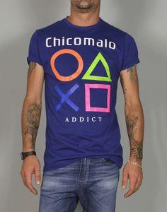Camiseta de hombre con estampado Chicomalo Addict.  Camiseta para chicos a los que les gusta jugar, competir y hacer amigos. Eres un Addict? Solo en www.tiendas13.com
