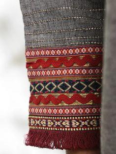 Buy GHUMAKKAD - Grey Cotton Kurta with Raw Edge Hem and Top Stitch Online at Jaypore.com Embroidery Dress, Hand Embroidery, Machine Embroidery, Sewing Stitches, Knitting Patterns, Khadi Kurta, Kurti Sleeves Design, Sleeve Designs, Dress Designs