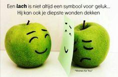 Een lach is niet altijd een symbool voor geluk. Hij kan ook je diepste wonden dekken.