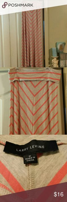 Larry Levine Maxi Skirt. Size M. EUC. Maxi skirt by Larry Levine. EUC. No holes or stains. Size Medium. Larry Levine Skirts