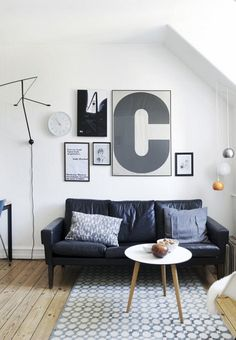 Small living room with a graphic, minimalistic look. A cool gallery wall and a fine rug creates a frame around the small sofa corner. Scandinavian Interior Design, Scandinavian Home, Style At Home, Living Room Modern, Home And Living, Small Living, Living Rooms, Living Room Furniture, Home Furniture