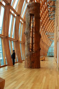 How gorgeous is this??!! Must weigh a ton, too. Giuseppe Penone – In The Hidden Life Within.