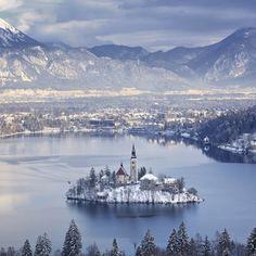 布莱德湖,斯洛文尼亚。by每日壁纸杂志