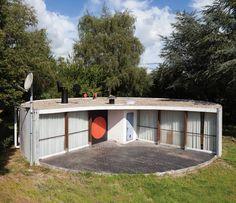 Une maison Jean Prouvé en Ariège par Barthélémy Dumons, architecte http://www.kevindolmaire.com/files/publications/2014_09PlanLibre123web.pdf