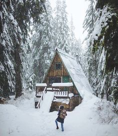 Weve rounded up 23 gorgeous photos of A-frames from lakeside stunners to snowbound charmers. A Frame Cabin, A Frame House, Rustic Design, Rustic Style, Cabin Design, Barn Parties, Cabin In The Woods, Country Style Homes, Cozy Cabin