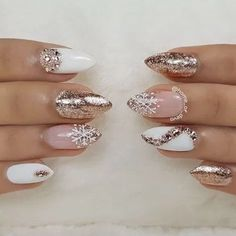 Popular Ideas of Christmas Nails Designs To Try in 2019 - Christmas Nail Art Designs Xmas Nails, Holiday Nails, Fun Nails, Pretty Nails, Christmas Acrylic Nails, Nail Art Rhinestones, Rhinestone Nails, Nails Kylie Jenner, Nagellack Trends