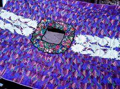 Güipil propio del grupo étnico Sipakapense elaborado en San Marcos, parte de su artesanía textíl. 32