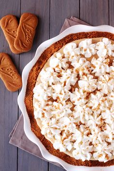 Biscoff Pie! OMG: Biscoff cookie crust with creamy biscoff spread filling.. This would be deadly.