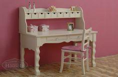 שולחן כתיבה וכוורת מעוצבים מעץ מלא לנערות - האוס אין מעצבים חדרים בריאים