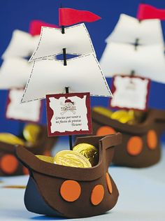 : Foami and paper boats Pirate Birthday, Pirate Theme, Diy And Crafts, Crafts For Kids, Baby Shawer, Ideas Para Fiestas, Baby Party, Holidays And Events, Party Time