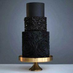Black cake anyone? #munaluchi #munaluchibride #weddingcake / #Repost @pninatornai ・・・ This just may be the chicest cake ever! Comment below yay or nay. Via: @weddingdream : @tortikannuchka