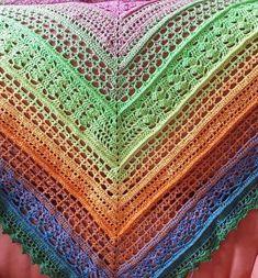Häkle Dir jetzt ein Dreieckstuch, mit dem Du das Frühjahr immer bei Dir hast. Das Muster wirkt mit dem Verlaufsgarn noch eindrucksvoller. Probiers aus.