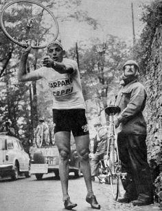 Fausto Coppi changing wheel