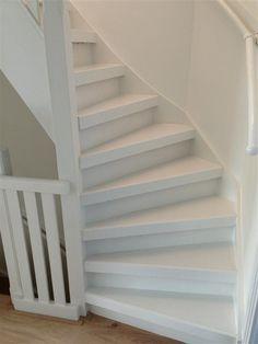 Eiken trap gelakt dekkend wit met Woca vloeren verf