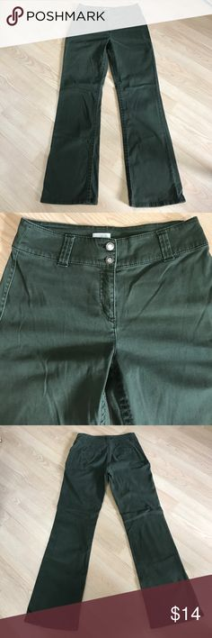 """Chico's Army Green Flares Excellent condition!  Waist- 151/2"""". Inseam- 32"""". Front rise- 10""""💚💚 Chico's Pants Boot Cut & Flare"""