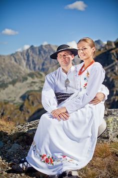Polish Wedding - outdoor highlanders the Tatras, folklore Poland Costume, Polish Wedding, Central And Eastern Europe, Poland Travel, Folk Embroidery, European History, Folk Costume, People Of The World, Wedding Photoshoot