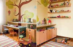 Preservar o espaço livre e organizar os brinquedos foi o ponto de partida do arquiteto Rodrigo Martins. Leves e revestidas de fórmica por dentro para facilitar a limpeza, as caixas têm rodízios e podem ser movidas.
