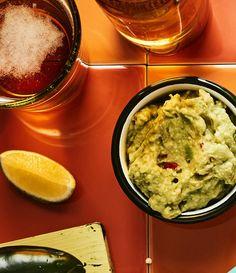 Rouhea guacamole | Kastikkeet, tahnat ja marinadit | Soppa365 Tofu, Guacamole, Dips, Curry, Mexican, Ethnic Recipes, Pico De Gallo, Sauces, Curries