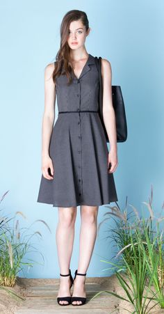 IRENE Black/Ivory : Sleeveless, checked pattern shirt dress with flared skirt, notched collar and buttoned placket at front. Soft and silky fabric, made in Japan. Betina Lou Spring-Summer 2015.