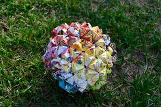 虹色の折り紙ボール。 R A I N B O W  O R I G A M I B A L L. > sonobe origami art ball rainbow magazine 270 modular