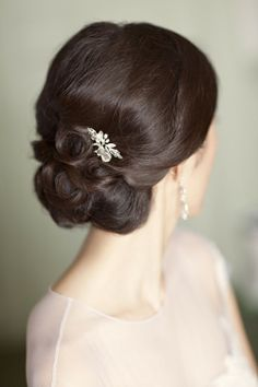 Elegant wedding hair. Make your hair as beautiful as your wholesale diamonds! [ 1diamondsource.com ] #hair #diamond #quality
