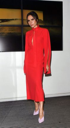 Forget Black Pumps: Victoria Beckham Has Just the Right Shoe for a Classic Party Dress - - Moda Victoria Beckham, Victoria Beckham Outfits, Victoria Beckham Style, Fashion Line, Fashion News, Fashion Outfits, Lilac Heels, Blue Long Sleeve Dress, Glamour