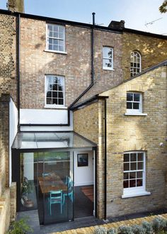 42 Awesome Terrace House Extension Design Ideas With Open Plan Spaces - Extending your home by building outside can have a significant impact on your property's curb appeal when it comes time to list your house on the mark. Glass Roof Extension, Extension Veranda, House Extension Design, Extension Designs, House Design, Extension Ideas, Victorian Terrace House, Victorian Homes, Patio Interior