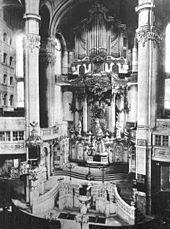 Altar und Orgel um 1890 Frauenkirche (Dresden) – WikipediaQuelle: http://de.wikipedia.org/wiki/Frauenkirche_(Dresden)