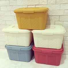 ダイソー「編みカゴ調のフタ付きBOX」が便利でかわいいと大人気   iemo[イエモ] Organization, Getting Organized, Organisation, Tejidos