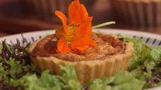 Lune små porretærter med grov sennep og vesterhavsost