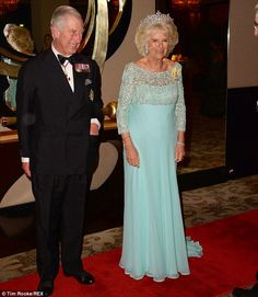 Camilla, Duchess of Cornwall wears the Queen Mother's Boucheron Honeycomb tiara, the Greville Tiara, as she joins Prince Charles for the Commonwealth banquet Camilla Duchess Of Cornwall, Duchess Of Cambridge, English Royal Family, Camilla Parker Bowles, Civil Wedding, Prince Phillip, Herzog, British Monarchy, Camille
