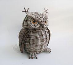 Recycled Paper Crafts, Paper Weaving, Dog Sculpture, Crafts For Kids, Owl, Bird, Animals, Craft, Newspaper
