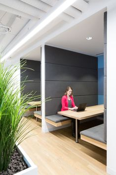 Cossette Offices – Vancouver. Project booth seating