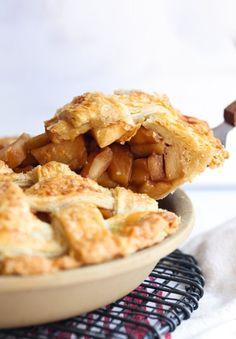 The best apple pie recipe ever! Sweet, caramelized apples in a butter crust . Apple Pie Recipe Easy, Homemade Apple Pies, Apple Pie Recipes, Sweets Recipes, Baking Recipes, Yummy Recipes, Best Apple Desserts, Best Apple Pie, Classic Desserts