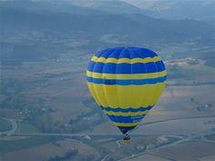 L'aerostato è un aeromobile più leggero dell'aria che si sostiene per effetto della spinta di Archimede che l'aria esercita su esso: può essere munito di