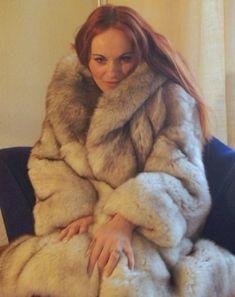 White Fox, Blue And White, Fabulous Fox, Moon Shadow, Fox Fur Coat, Fur Coats, Great Women, Fur Fashion, Neck Warmer