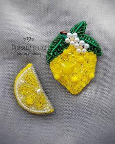 """Броши уже проданы, но я не могла не показать сочный, летний сет брошей """"Лимоны"""" Тем более что они доступны к заказу! Броши выполнены из высококачественного японского бисера, стекляруса, хрустальных бусин и кристалла #swarovski Цена повтора сета - 1700₽ ❌ ПРОДАНО (возможен повтор) Доставка в регионы России 1 классом, по г.Тюмень - самовывоз или курьер Для покупки, заказа или если у вас появились вопросы - напишите в Direct/Viber/WhatsApp +79129996943"""