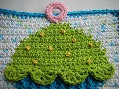 Ravelry: Cupcake Crochet Potholder pattern by Doni Speigle