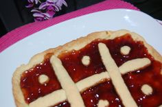 More than traditional, a crostata with jam. Yummy!