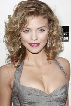 Annalynne McCords sexy hairstyle