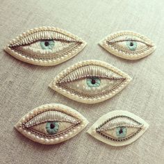 Eye brooch by Azumi Sakata Beaded Embroidery, Embroidery Stitches, Hand Embroidery, Embroidery Designs, Textiles, Motif Oriental, Art Textile, Eye Jewelry, Jewellery